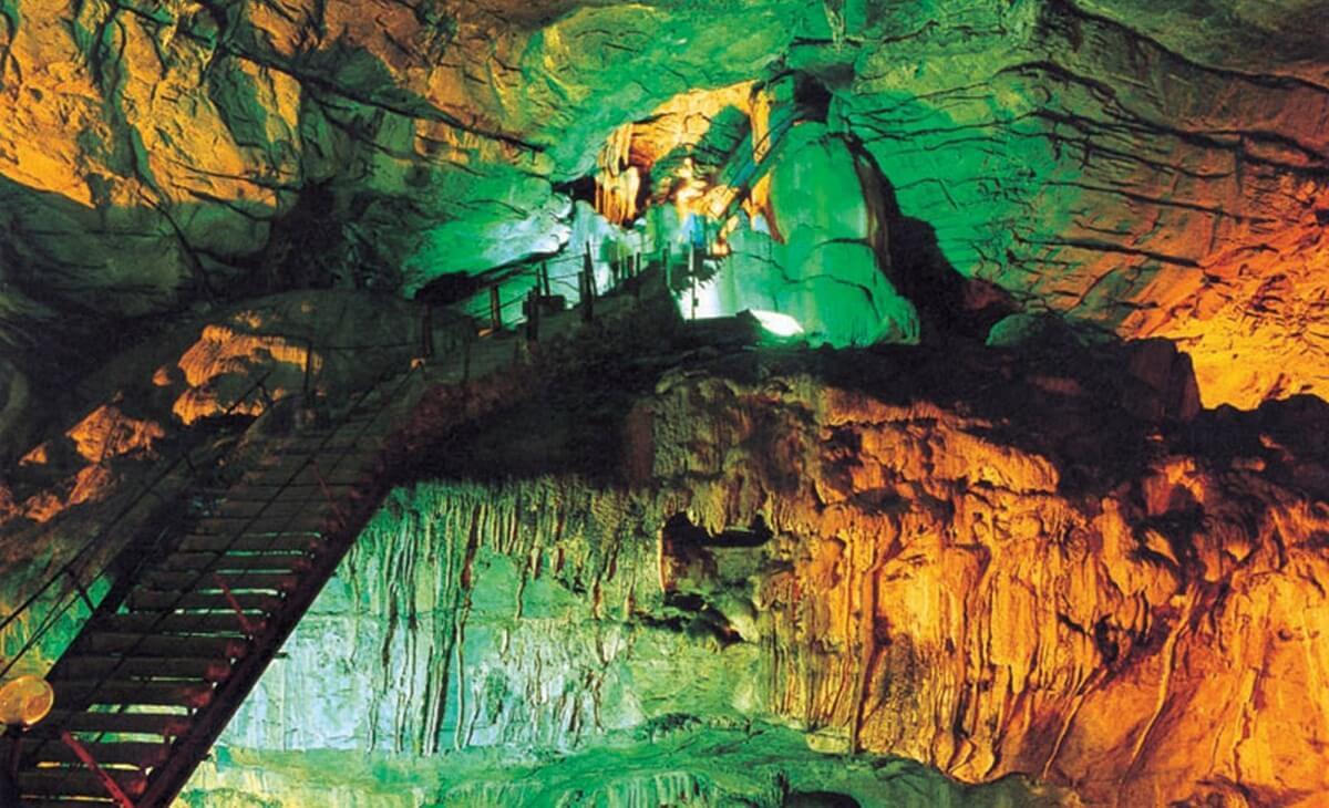 Araku and Borra Caves Visakhapatnam