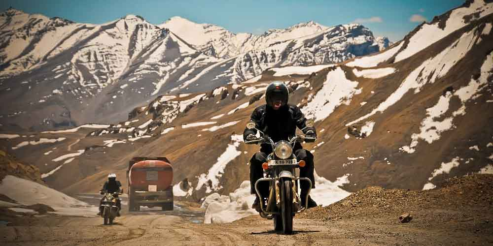 highest mountain pass ladakh bike ride