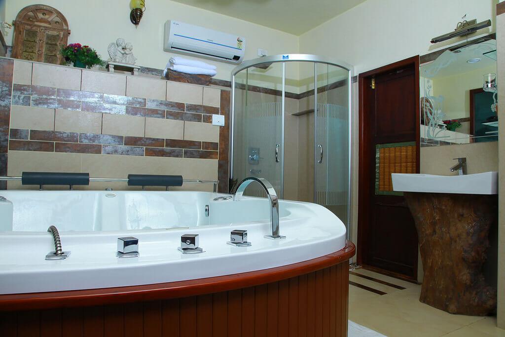 Houseboat Bathroom Facilities