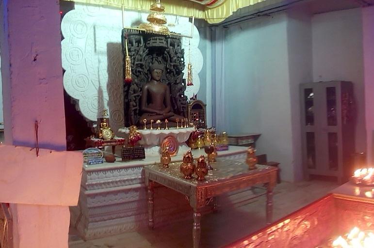 Inside Hanumantal Bada Jain Mandir, Jabalpur