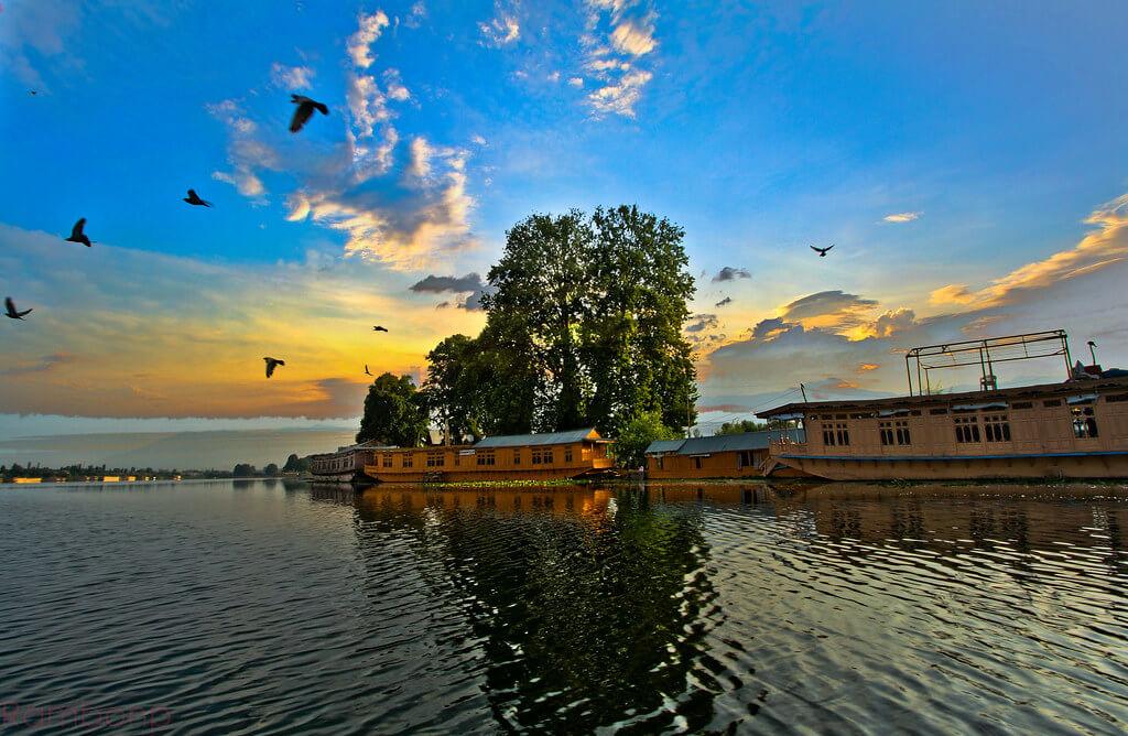 Srinagar Dal Lake Houseboat