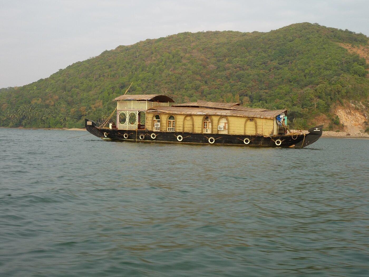 Tarkarli Houseboat